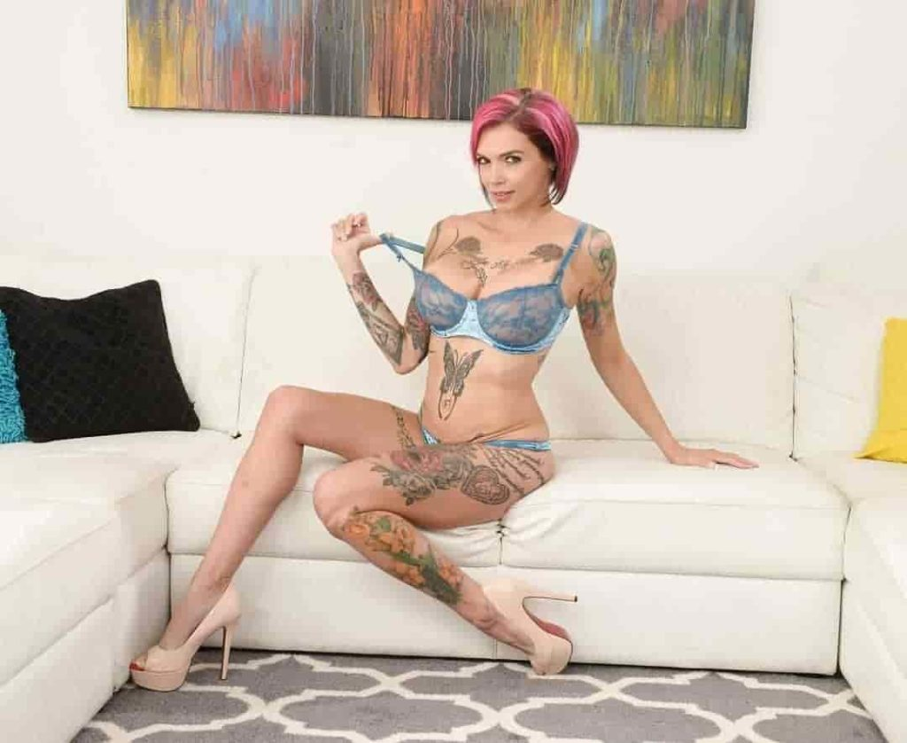 Anna Bell Peaks boobs